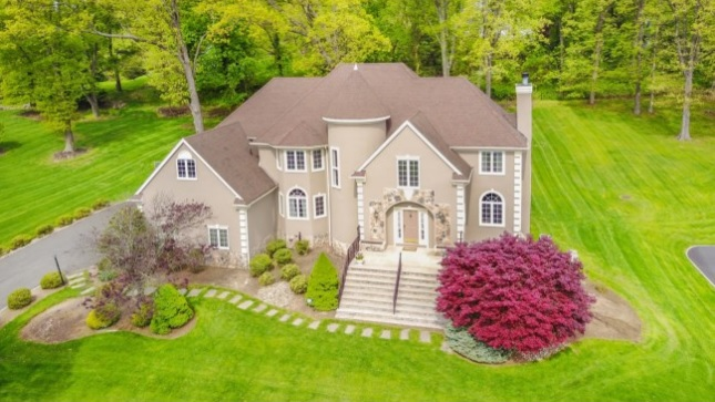 18 Elmwood Dr, Warren Township, NJ